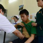 Bác sĩ Bệnh viện Nhi đồng 1, TP.HCM đang khám cho m