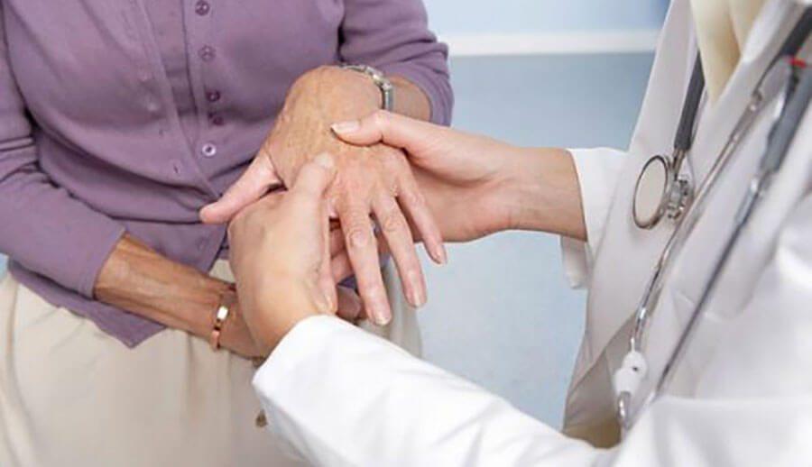 Ra mồ hôi Tay Chân điều trị như thế nào để trị tân gốc bệnh?