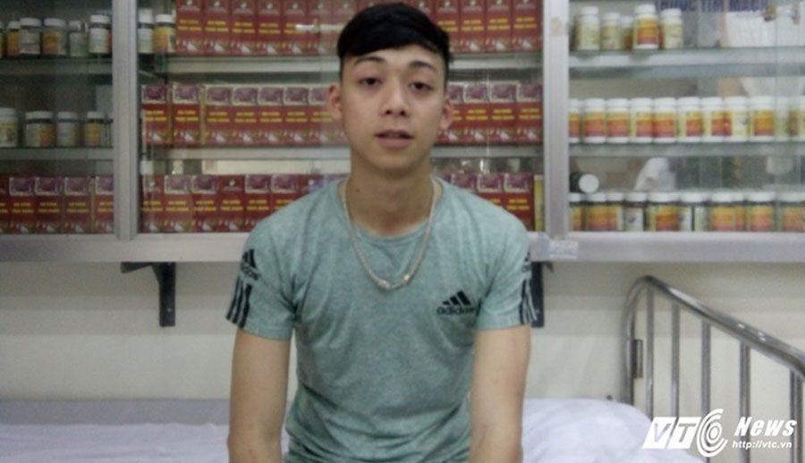 Em Nguyễn Văn Công - Bệnh nhân dang dùng thuốc xoang có hiệu quả tốt. (Ảnh: Kim Thược)